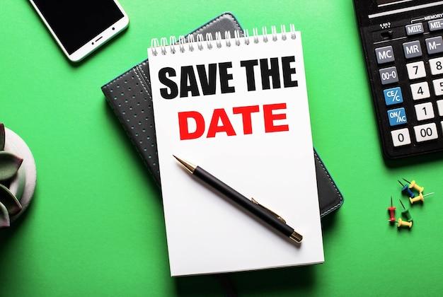 На зеленом фоне - телефон, калькулятор и дневник с надписью save the date.
