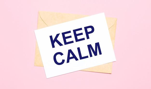 На светло-розовом фоне - крафтовый конверт. на белом листе бумаги написано: