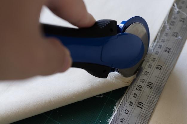 패치워크 봉제용 매트에는 패치워크용 나이프, 자,