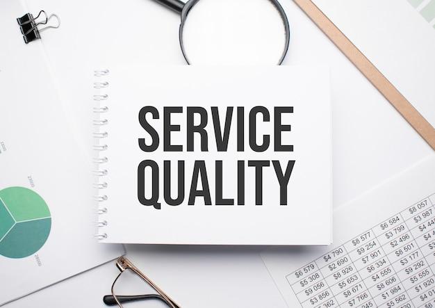 テキストサービスの品質、拡大鏡、チャート、メガネを書くためのメモ帳。