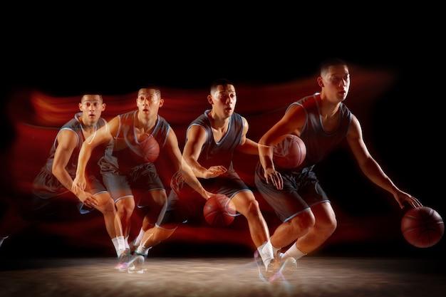 На бегу молодой восточноазиатский баскетболист в движении и прыжках в смешанном стиле