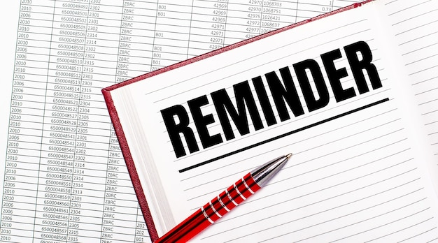 レポートの横のテーブルには、「リマインダー」というテキストが記載された日記があります。