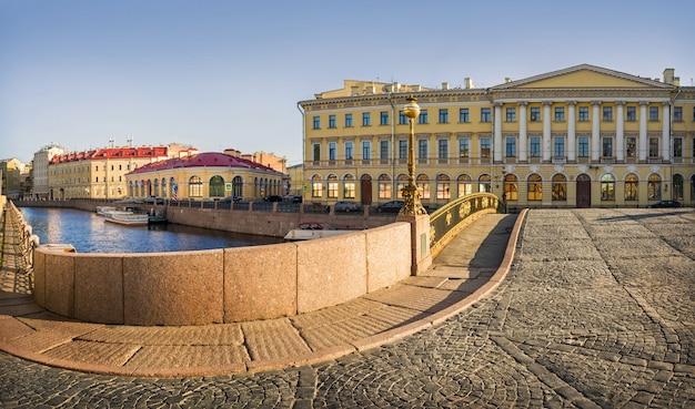 На театральном мосту санкт-петербурга
