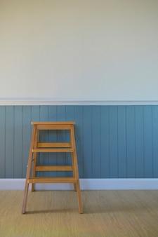 흰색 민속 나무 벽과 빈티지 스타일 집의 한 구석.