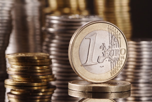 Один евро на монете