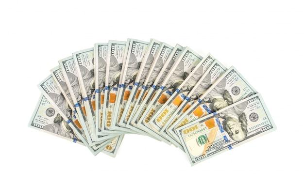 Сто долларов банкноты на белом фоне