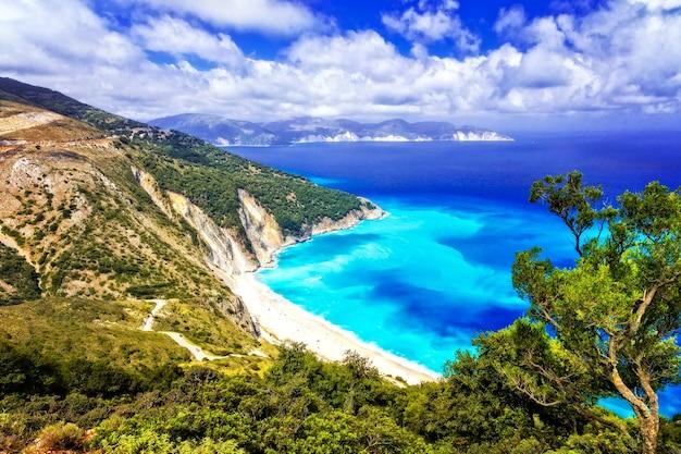 그리스에서 가장 아름다운 해변 중 하나-이오니아 섬 kefalonia의 myrtos 베이
