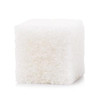 흰색 배경에 격리된 정제된 설탕 한 조각