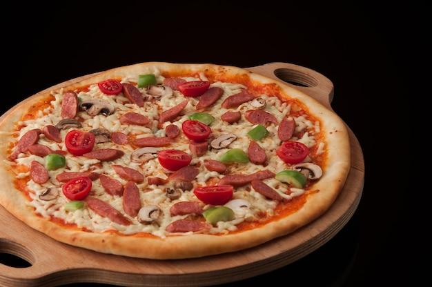 木製トレイにピザ1枚