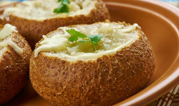 양파 수프 빵 그릇, 빵 그릇에 프랑스 양파 수프.