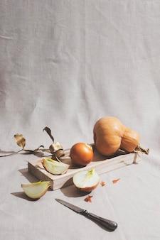 Cipolle e disposizione della zucca