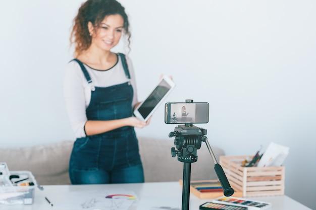온라인 아트 코스. 아티스트 제작 비디오 튜토리얼 또는 라이브 스트리밍