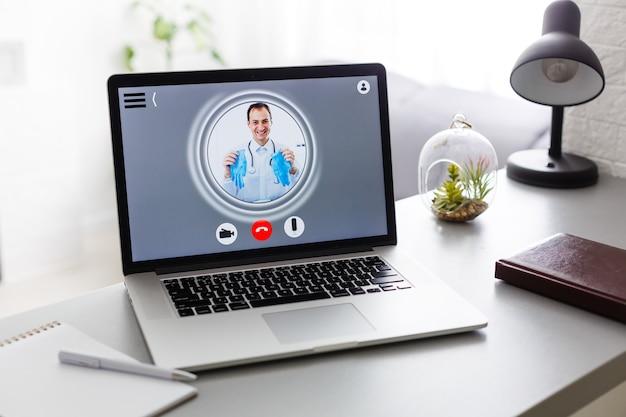 自宅のラップトップのオンライン医師