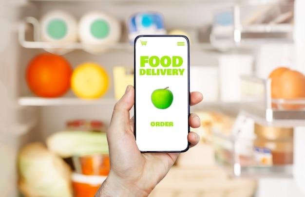 Приложение для онлайн-доставки еды в мобильном телефоне. сервис продуктового рынка в смартфоне.