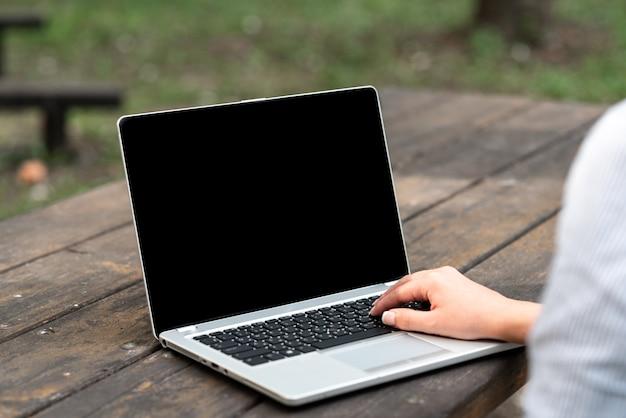 Интернет-вакансии, работающие удаленно, объединение людей, голосовые видеозвонки, коммуникационное оборудование, устройства для устранения неполадок, глобальные подключения, портативное оборудование