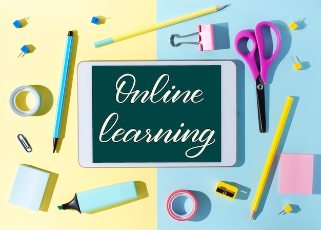 온라인 학습-태블릿에 필기 비문. 어린이를위한 원격 훈련의 개념.