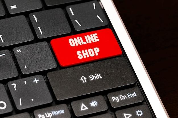 黒のキーボードの赤のenterボタンのオンラインショップ。