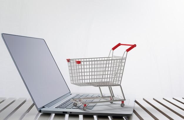 キーボードの3dレンダリングショッピングカートとオンラインショッピングの概念