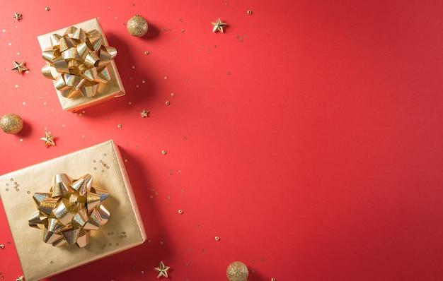 중국 1111 싱글 데이 판매 개념의 온라인 쇼핑 리본이 달린 황금 선물 상자의 상위 뷰