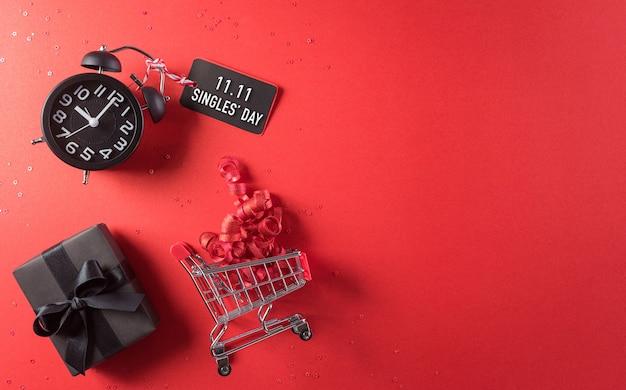 중국 1111 싱글 데이의 온라인 쇼핑 쇼핑 카트 블랙 크리스마스 선물 상자의 상위 뷰