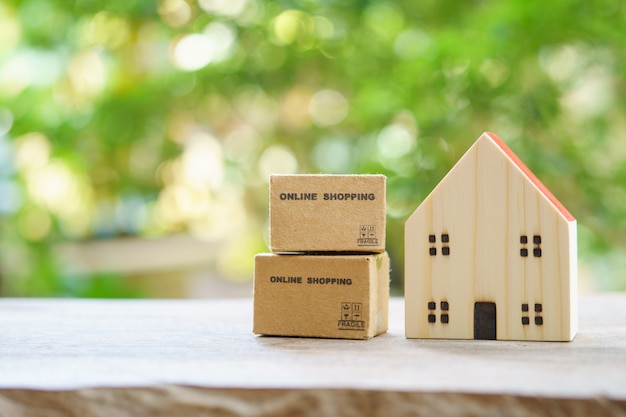 Online shopping with shopping boxes delivery service