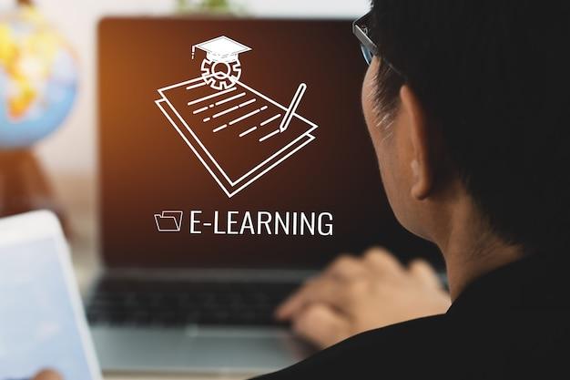 온라인 자습서, 교육 교육, 전자 학습 개념. 성인 아시아 학생은 문서, 글로벌 졸업 모자 아이콘, 온라인 과정에서 해외 유학을 위한 아이디어가 있는 컴퓨터 노트북에서 장거리를 배웁니다.
