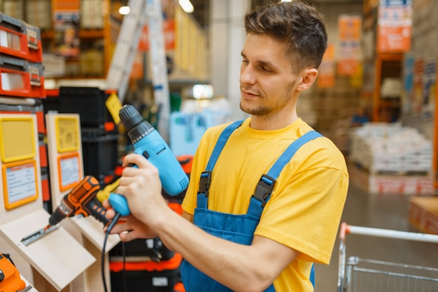 Сonstructor choosing electric screwdriver, diy
