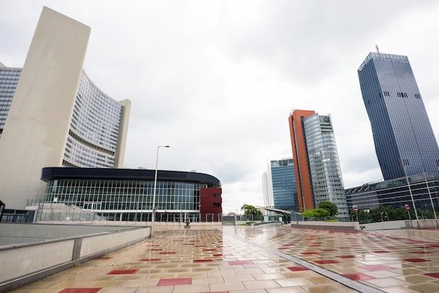 Onuの建物のある金融街の眺め