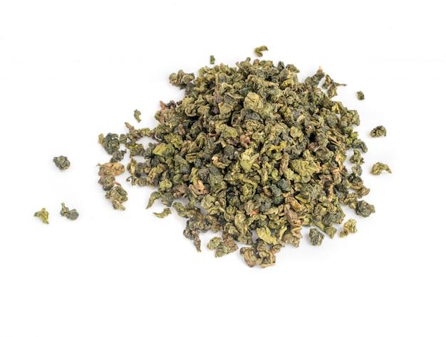 Листья зеленого чая улун изолированные