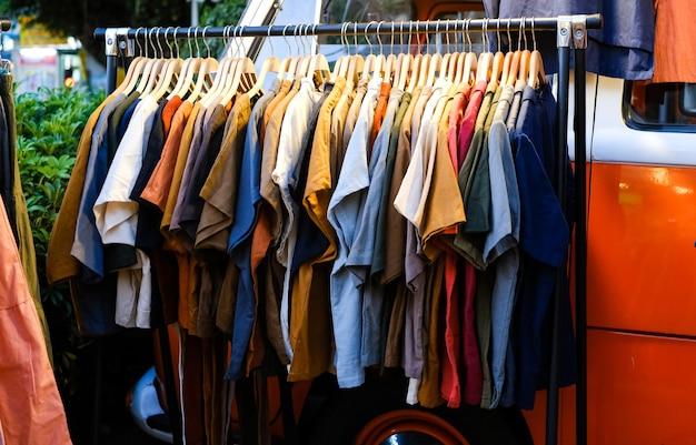 オープンエアの衣料品店オールドスクールスタイルの衣料品の販売