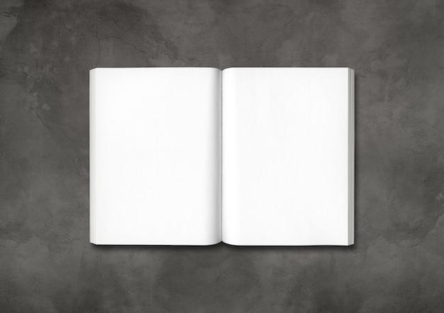 暗いコンクリートのテーブルで隔離の開いた本