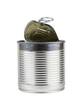 白い背景で隔離の缶詰食品のオープン缶。缶詰用のユニバーサルコンテナ。