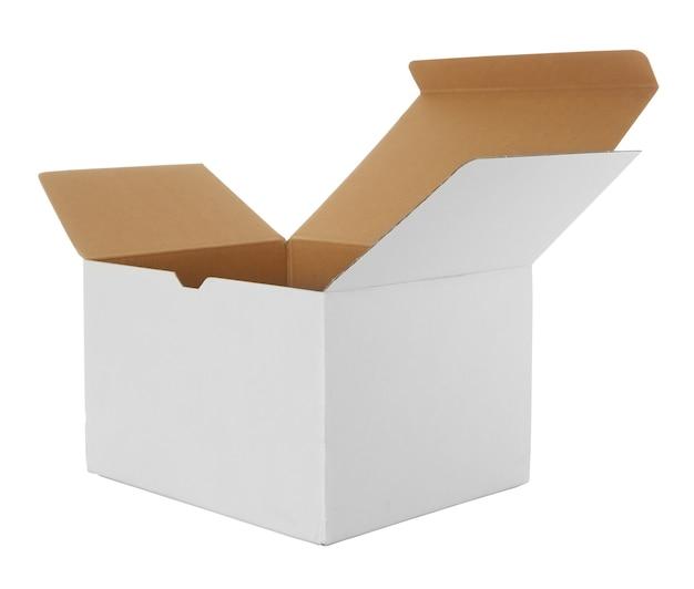 Открытая картонная коробка на белом Premium Фотографии