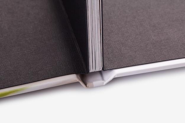 Открытая высококачественная фотокнига в твердом переплете