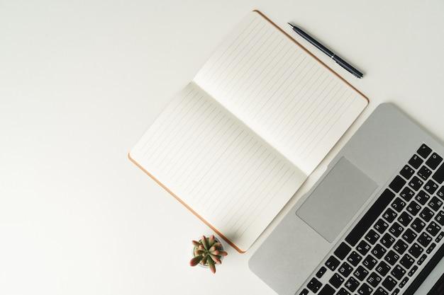빈 노트북, 평면도와 오픈 노트북입니다. 직장 개념