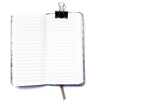 Открытый блокнот для заметок на белом фоне