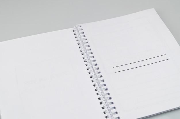 白い背景にマークアップでメモ帳を開く