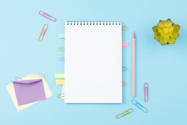 편지지 사무실 도구로 메모장 열기