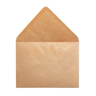 白い背景で隔離の開いた紙の封筒