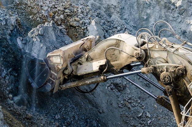 露天掘り機械