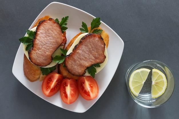 Open sandwiches with ham and mozzarella