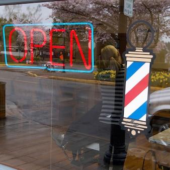 バーバーショップ、snoqualmie、ワシントン州、米国でオープンサイン