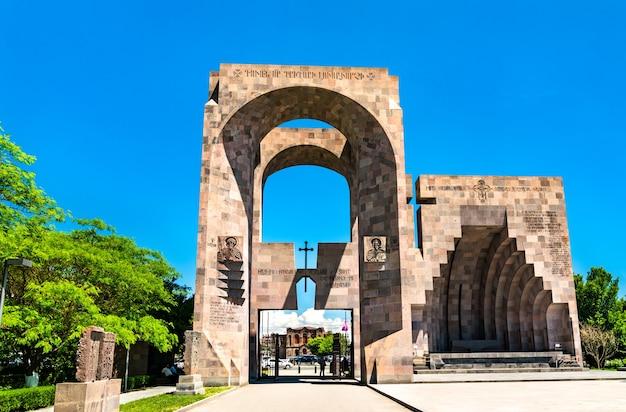 エチミアジン修道院 vagharshapat、アルメニアの野外祭壇