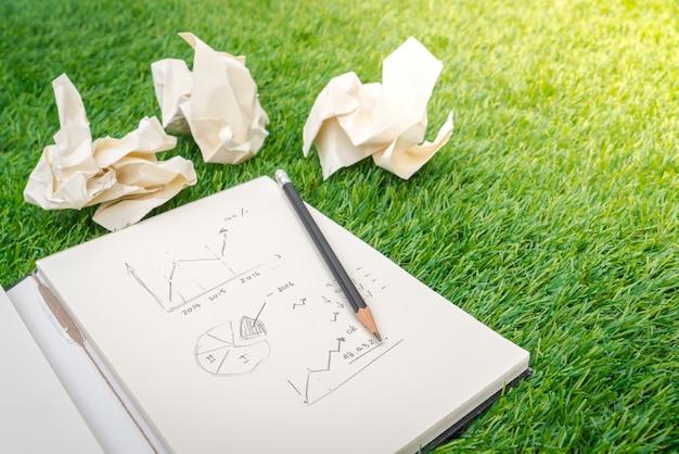 Открытая книга с бизнес-концепции и графика