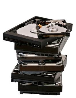 Открытый жесткий диск лежит на другом жестком диске