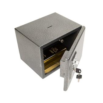Открытый сейф с золотым куском.