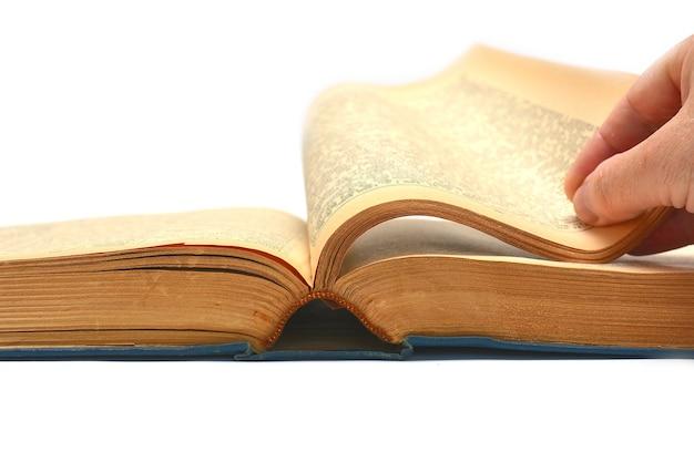 Открыта небольшая книга на белом фоне