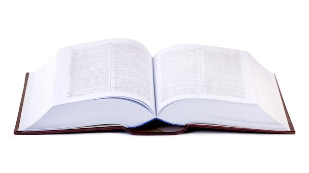 흰색에 고립 된 두꺼운 책을 열었습니다. 교육