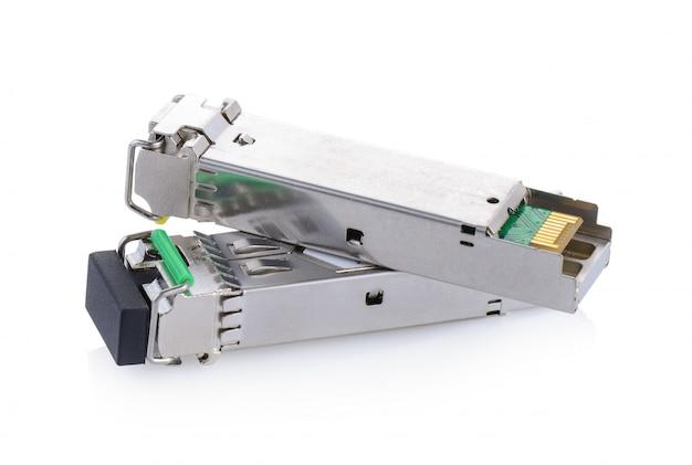 Оптические гигабитные модули для сетевого коммутатора на белой стене