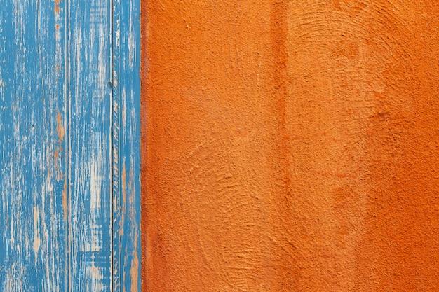 オレンジとブルーの木の壁の質感